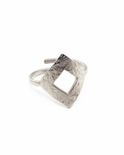 ασημί-σφυρήλατο-δαχτυλίδι-ρόμβος